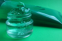 Aloe vera gels can help to soothe and hydrate the skin.