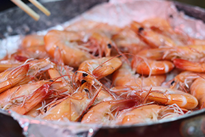 Most commonly-sold glucosamine supplements are derived from the shells of crustaceans.